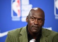 Valaki több mint 1,3 millió dollárt fizetett Michael Jordan mezéért