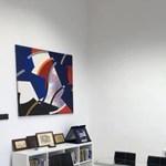 Két képet helyezett letétbe a pécsi múzeum Hoppál Péter irodájában