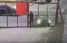 Mire kinyitotta a kaput az autós, már nem volt mivel beállni – videó