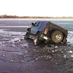 Itt az újabb jégbe szakadt Hummer