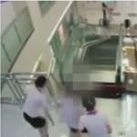 Valóra vált a legrosszabb rémálom egy kínai plázában – sokkoló videó