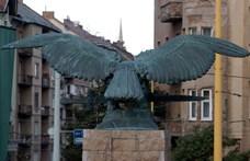 Levették Pokorni nyilas nagyapjának nevét a XII. kerületi turulszoborról