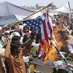 Az USA 800 millió dollárt visszatart a pakisztáni segélyből