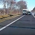Ez a baleset olyan, amit egészen valószerűtlen, hogy mindenki megúszott – videó