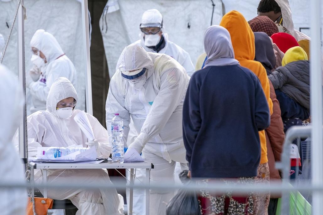 nagyítás - koronavírus, ellenőzés, olaszország, védőruha