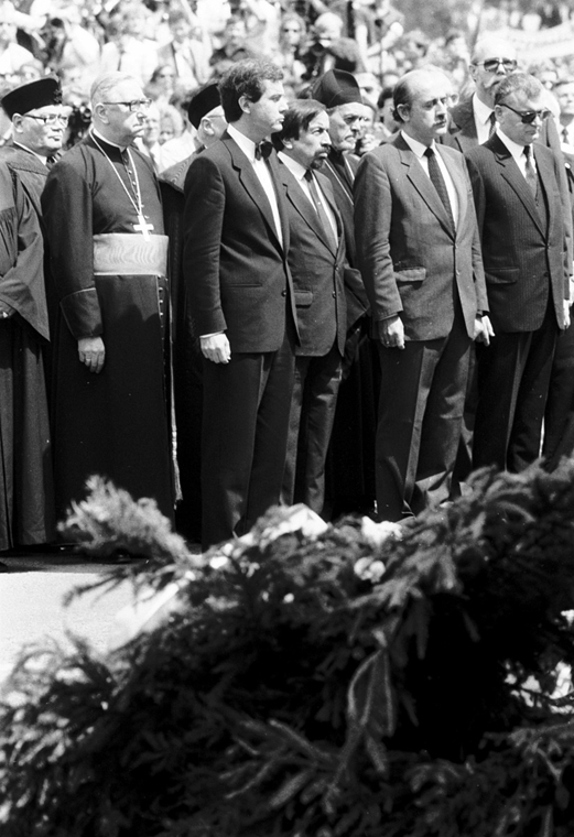 ba. Nagy Imre újratemetése 1989. Budapest, Hősök tere  (balról): (2.) Paskai László, (3.) Márk Palmer (megjelent fotó)