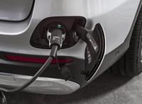 Üzemanyagcellás hibrid divatterepjáró a Mercedestől, kétféle töltéssel