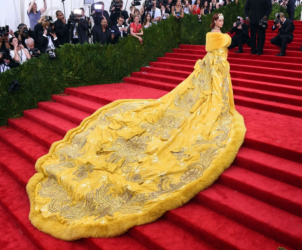 afp. hét képei  - New York, Egyesült Államok, 2015.05.04. Rihanna  arrives at the 2015  Metropolitan Museum of Art's Costume Institute Gala benefit in honor of the museum's latest exhibit China: Through the Looking Glass May 4, 2015 in New York.