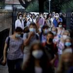 Következetlenségek az iskolákban, csúszó tesztelések – nehezen birkózik a járvánnyal a bürokrácia