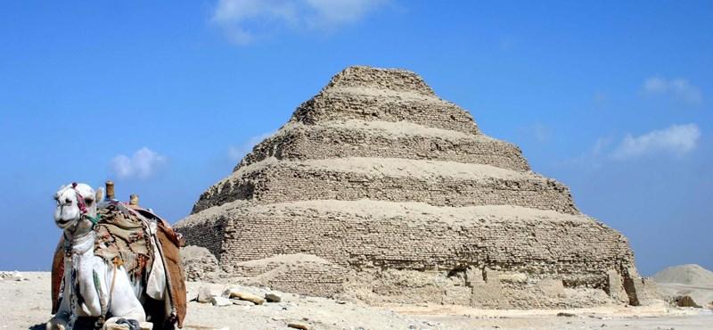 Reabre la tumba del faraón Khosrow el Grande, de 4.700 años, con vídeo