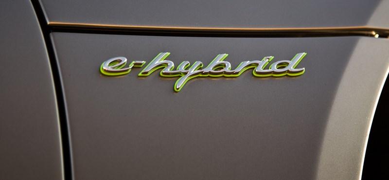 Zöld rendszámot kaphat a 680 lóerős Porsche terepjáró