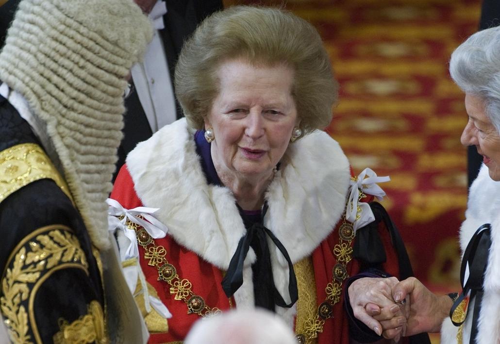 a volt miniszterasszony, Margaret Thatcher bárónő a brit parlament megnyitóján. - Margaret Thatcher
