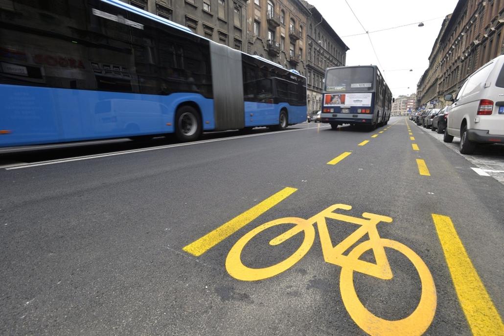 mti. 13.11.30. - Újra járható a Thököly út a Dózsa György út és a Baross tér között - kerékpársáv, biciklisáv