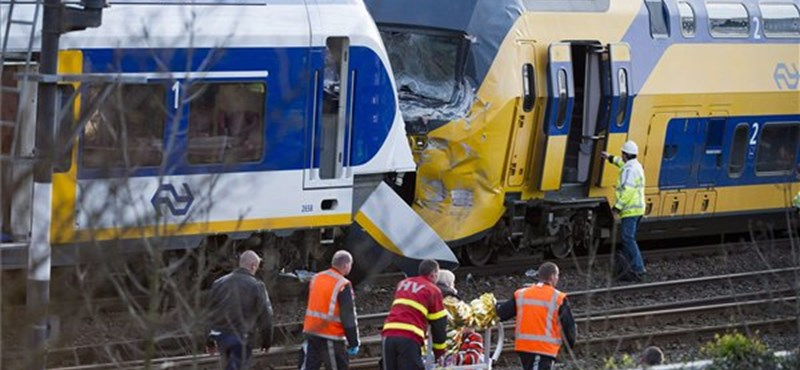Összeütközött két vonat Amszterdamban, sok a sérült