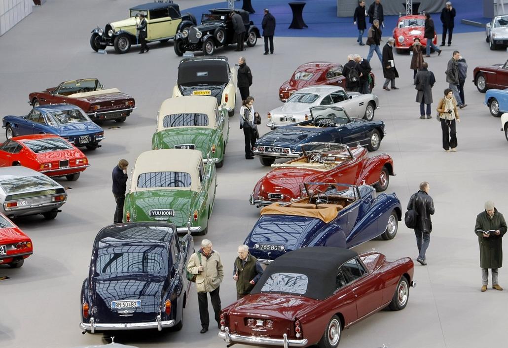 ''110 év az autógyártásban'' - autóritkaságok a párizsi Bonhams aukciós házban.
