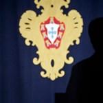 Videó: Így lett beszéde közben rosszul a portugál elnök