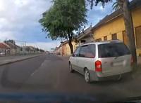 Minden mindegy alapon előzött életveszélyesen ez az autós Soroksárnál – videó