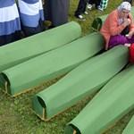 Clintont megtapsolták, Vucicot megdobálták Srebrenicában