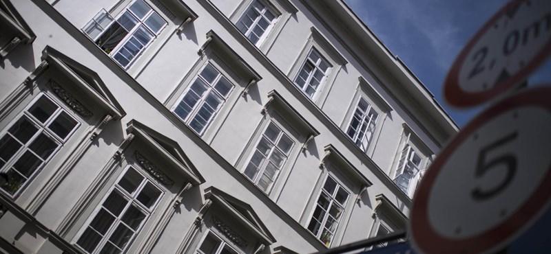 Jól ismert üzleti kör kapott meg két értékes ingatlant a pesti Belvárosban