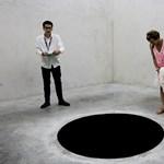 Beleesett a múzeumi fekete lyukba, kórházba került egy olasz férfi