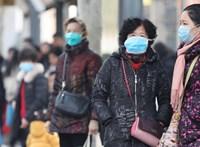 Új helyen jelent meg a koronavírus Kínában, lezártak egy egész megyét