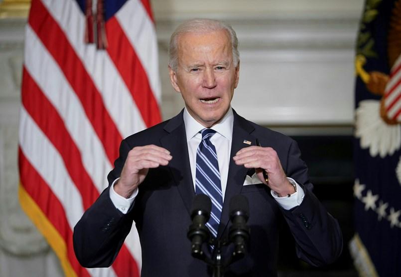 Mintha vissza akarná fordítani a klímaváltozást, úgy állt munkába Joe Biden