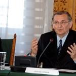Bréking: Lezsák Sándor vígeposzt ír a rendszerváltásról