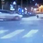 Megint egy rendőrautó előtt kezdett driftelni egy sofőr
