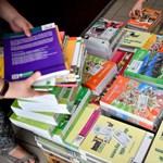 Megérkeztek a tankönyvek az iskolákba