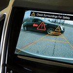 Hátul is van szemük: nagyon hasznos vezetési segéd a keresztirányú forgalomfigyelő