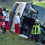 Halálos buszbaleset történt az M5-ösön