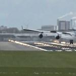 Olyan keményen landolt a repülő, hogy visszapattant a futópályáról – videó
