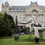 Gigantikus szobor idézi a milicista halálát a Lánchídnál