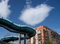 Egyedülálló próbálkozásnak indult, de bezárt a Balaton-parti luxusfürdő
