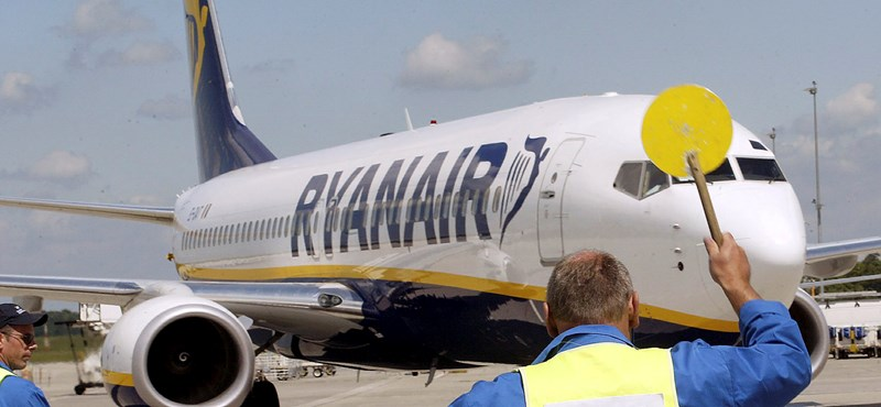 Bajban van a Ryanair, 3 ezer embert küldhet el