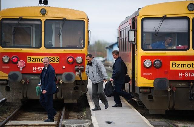 Balassagyarmati vasútállomás, vonatok, MÁV, közlek