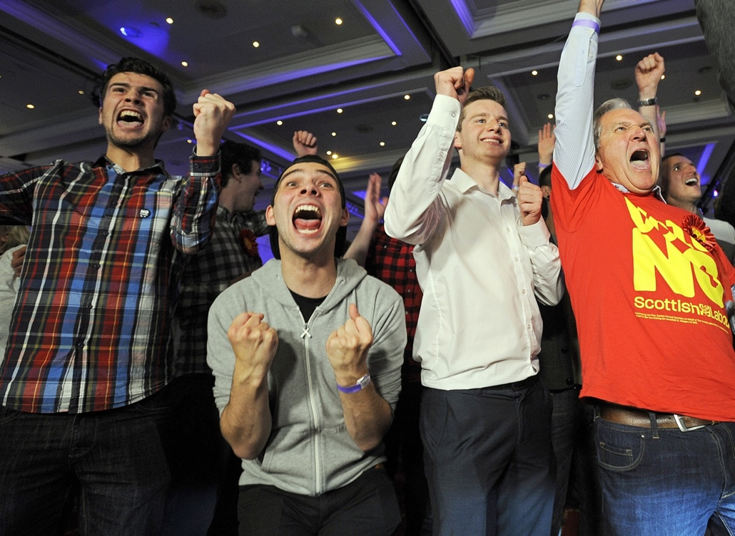 afp.14.09.19. - Glasgow, Egyesült Királyság: elszakadás-ellenes egybegyűltek ünnepelnek - skót választások, skótvál