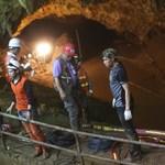 Thaiföldi barlang: Jól vannak az eddig kimentett gyerekek