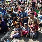 Így segíthet most a kerítésnél rekedt menekülteknek
