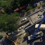 Fotók: elvitték a repülőt a Közlekedési Múzeum tetejéről