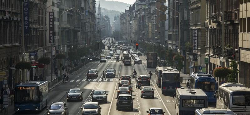 Már készül a főváros a Rákóczi út átalakítására, a gyalogosok kaphatják meg az egyik sávot