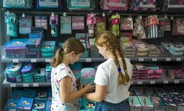 Mennyit költenek a szülők nyár végén: idén drágább lesz az iskolakezdés?