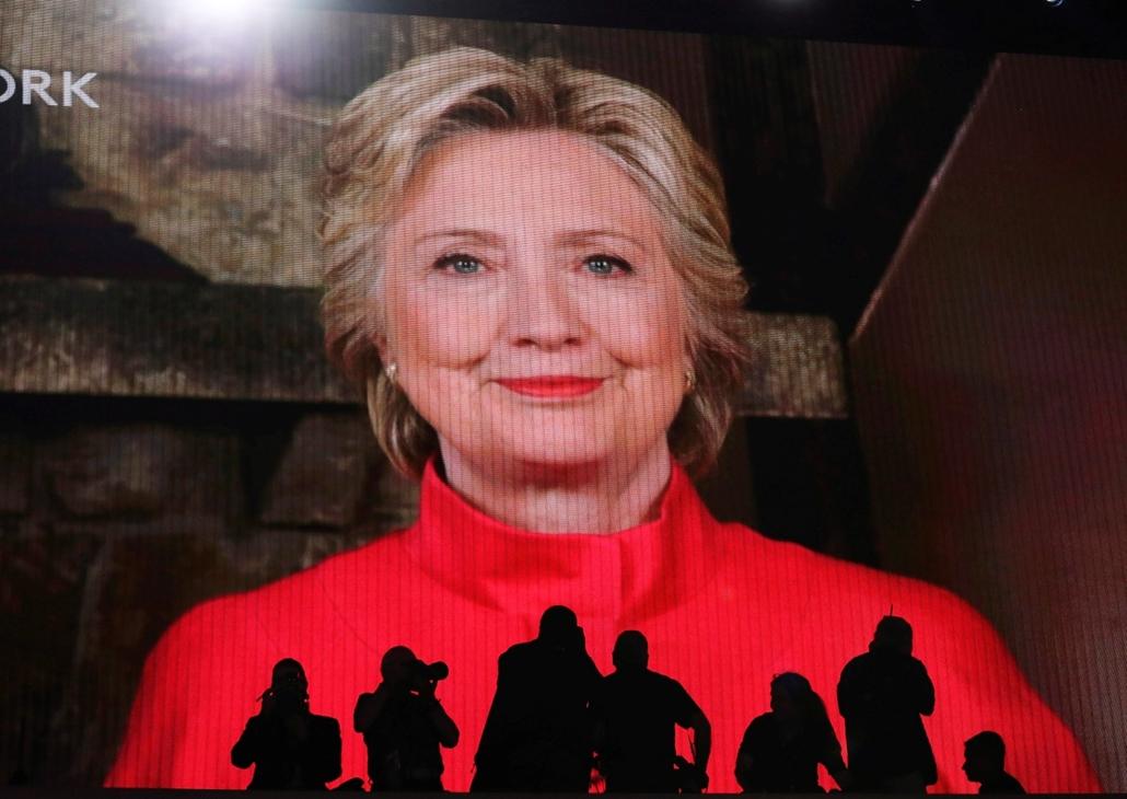 hét képei - epa.A Demokrata Párt elnökjelöltjévé választott Hillary Clinton volt amerikai külügyminiszter jelenik meg műholdas összeköttetés útján az óriáskivetítőn az amerikai Demokrata Párt elnökjelölt-állító országos konvenciójának második napi ülésén