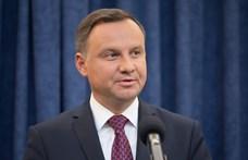 Aláírta a lengyel elnök az EU által elkaszált törvény módosítását