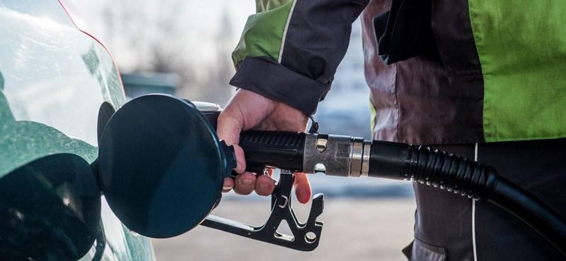 Megint zuhan a benzin ára
