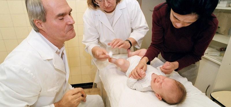 Ombudsman: Biztosítani kell, hogy a szülők bent maradhassanak a beteg gyerekükkel a kórházban