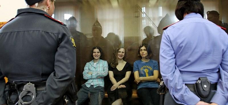 2 év börtönre ítélték a Pussy Riot tagjait