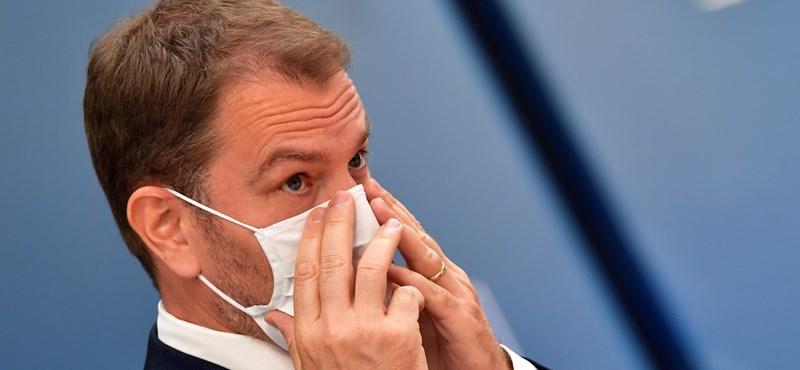 Szlovákia miniszterelnöke: Sajnálom, hogy egy idióta a gazdasági miniszterünk!