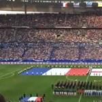 Több ezer francia énekelte az angol himnuszt a francia-angol meccs előtt – videó