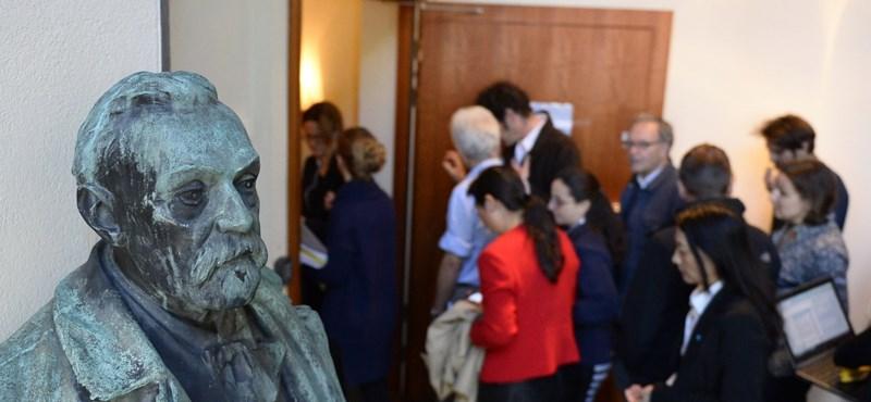 Lehet, hogy idén nem osztanak irodalmi Nobel-díjat a molesztálási botrány miatt